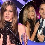 Jennifer Aniston gushes over long time publicist in award ceremony