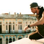 Enrique Iglesias – SUBEME LA RADIO (Official Video) ft. Descemer Bueno, Zion & Lennox